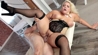 Plus-size blonde Jade Rose gets her fat pussy slammed