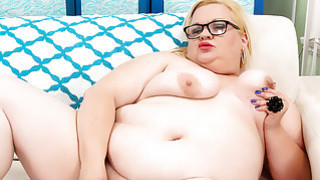 BBW slut Joanna Roxxx fucks herself until she cums