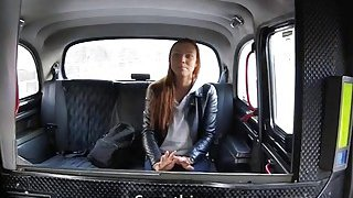 Amateur babe gets railed by pervert driver in the taxi