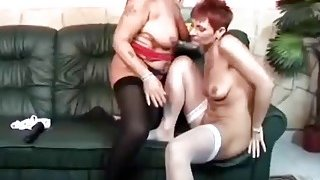 Horny lesbian grannies dildo fucking on couch
