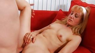 Older takes it deep in her slit to get orgasm