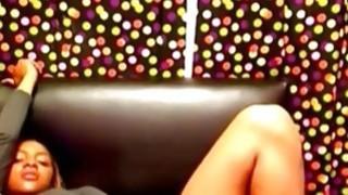 Ebony model deep toying pussy on webcam