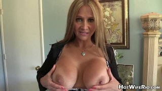 This sexy, horny mommy is talking to you!