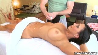 Rachel Starr gets a session of hot massage