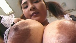 Busty housemaid Yui Tokui licks and sucks her own nipples