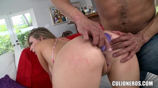 Horny blonde Kagney Linn Karter gets licked and gives head