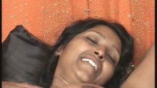 Plumpy exotic lady Reshma gets cunnilingus and dildo time